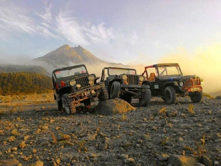 Lava tour merapi dengan jeep, Sumber : phinemo.com