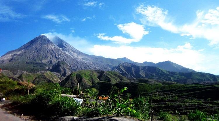Pemandangan gunung merapi, Sumber : tempatwisata.co