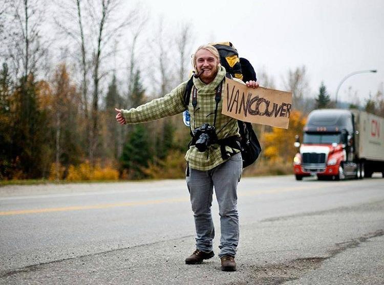 Ilustrasi hitchhiking, Sumber : backpackertravel.org